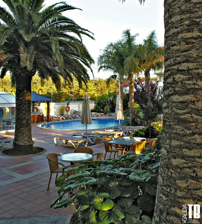 hotel-bosque-mar-ogrove-piscina-jardin