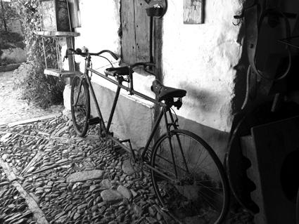 Noelia_1.Bicicleta en Castrillo de los Polvazares(1)