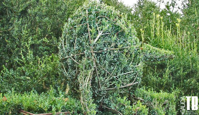 Humpty Dumpty, huevo que aparece en la serie de libros de Alicia en el País de las Maravillas y que aparece representado en los jardines del Pazo de Oca